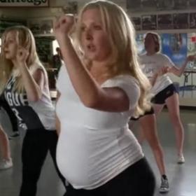 Cette maman enceinte de 27 semaines danse cette choré avec une énergie épatante