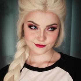 Cette jeune femme peut se transformer en n'importe quel personnage, et ses photos vont vous épater