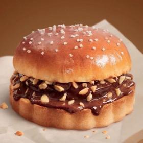 McDonald's lance son McChoconuts, le premier burger au pain brioché saveur chocolat noisettes