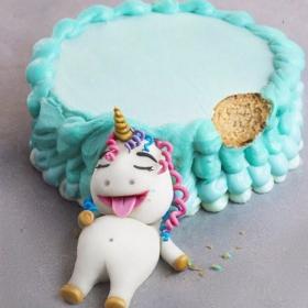 Elle réalise des gâteaux adorables avec des personnages trop gourmands (et c'est vraiment chou)
