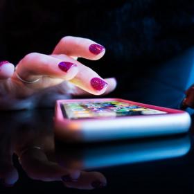 Comment faire une detox digitale facile en 7 jours quand on est accro à son smartphone ?