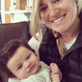 Ce bébé est né avec plein de cheveux sur la tête : découvrez comment Internet a réagi