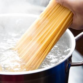 Pourquoi vous devez absolument arrêter de mettre de l'huile dans l'eau de cuisson des pâtes