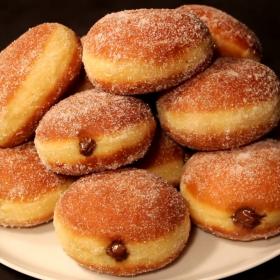 La recette parfaite pour faire ses beignets maison au Nutella, à la confiture ou à la compote de pommes