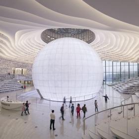 Cette bibliothèque contient plus d'1,2 million de livres et sa structure unique est tout simplement époustouflante