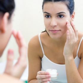 5 choses à faire pour protéger sa peau contre la pollution