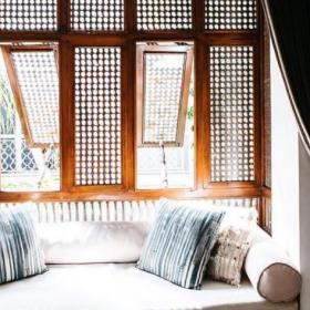 Comment garder une maison fraîche pendant les journées chaudes