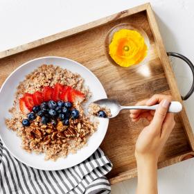 Vous avez l'habitude de ne rien avaler au petit-déjeuner ? D'après cette étude, ça vous pousserait à manger plus gras