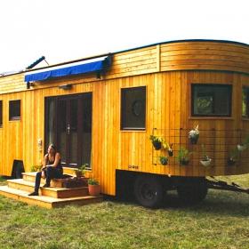 Quand vous allez voir tout ce qu'on trouve à l'intérieur de cette petite maison mobile, vous allez être épatés !