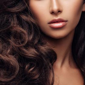 6 choses qui expliquent pourquoi vos cheveux ne poussent pas vite