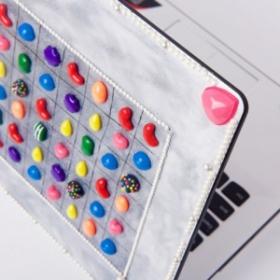 Elle personnalise son ordinateur portable sur le thème de Candy Crush