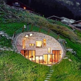 Cette maison troglodyte a été habilement transformée en villa luxueuse