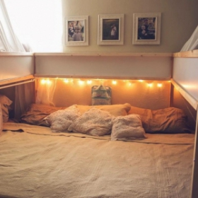 L'astuce Ikea qui permet à cette famille de 7 de dormir tous ensemble dans le même lit