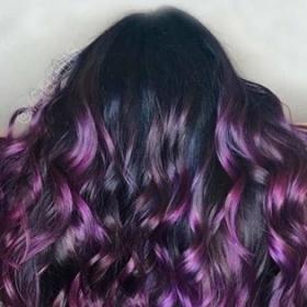 Pourquoi la coloration aubergine hair est idéale pour les brunettes