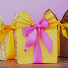 L'astuce pour empaqueter vos cadeaux encore plus joliment que les vendeurs dans les magasins
