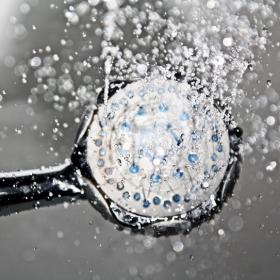5 erreurs qu'on fait tous quand on prend une douche – et qu'il faut absolument éviter !