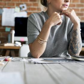 Avoir un tatouage pourrait vous aider à trouver du travail plus facilement