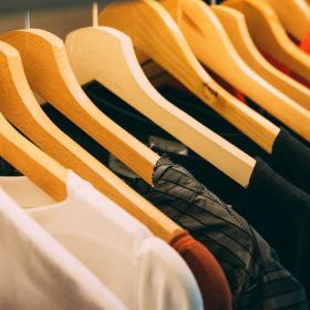 Ces vêtements intelligents changent de couleur lorsqu'ils sont en contact avec la pollution