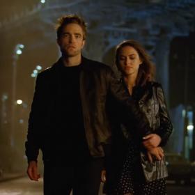 Robert Pattinson affiche son charme ravageur dans la nouvelle campagne parfum Dior