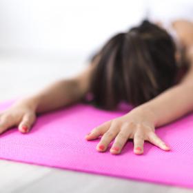 3 postures de yoga faciles à faire et très efficaces pour se détendre en quelques minutes
