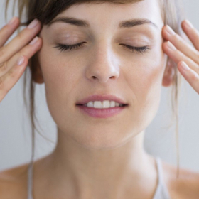 D'après cette étude, faire des exercices de yoga facial tous les jours peut vous faire rajeunir de 3 ans