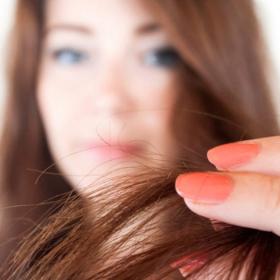 L'astuce à connaître pour maximiser l'effet du shampoing sec