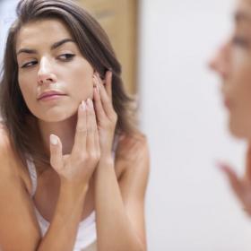 Vous avez eu de l'acné ado ? Bonne nouvelle : d'après cette étude, vous avez plus de chances d'avoir un meilleur salaire que les autres
