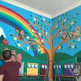 Cette incroyable vidéo de 70h de travail en accéléré montre un papa réaliser une magnifique fresque dans la chambre de son enfant
