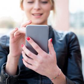 Les 10 mots à ajouter à votre profil d'appli de rencontres pour avoir plus de chances de séduire