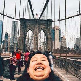 Elle fait le buzz sur Instagram avec ses photos de voyage et surtout sa pose trop drôle