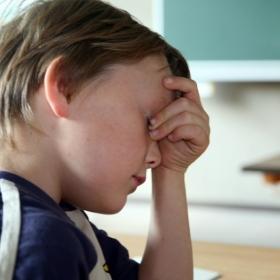 4 choses que les parents peuvent faire pour aider leurs enfants stressés