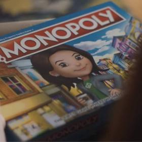 Dans cette nouvelle version du Monopoly, les femmes gagnent plus que les hommes