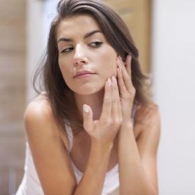 Comment camoufler un bouton et les 9 choses à faire pour éviter d'avoir des boutons d'acné