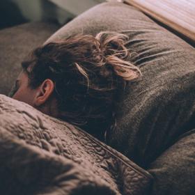 Pourquoi dormir avec une couverture lestée permet de mieux dormir et d'apaiser le stress et l'anxiété