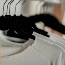9 solutions naturelles pour nettoyer des vêtements blancs