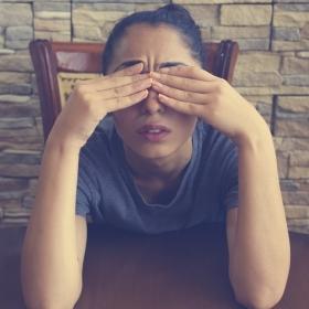 4 habitudes alimentaires qui vous aideront à soulager les pires migraines