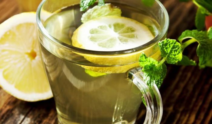 7 raisons de boire de l'eau chaude citronnée tous les matins