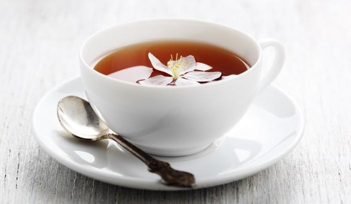 14 façons de profiter des bienfaits du thé pour de beaux cheveux, une peau lumineuse et des ongles forts