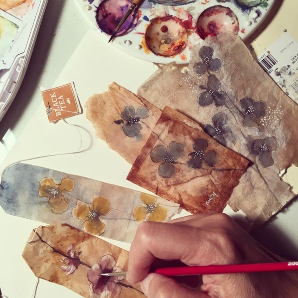 Elle dessine sur des sachets de thé usagés et le résultat est magnifique | #2