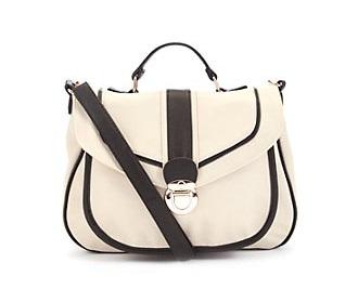 sac blanc noir new look 24.991 Un look Katie Holmes sans se ruiner