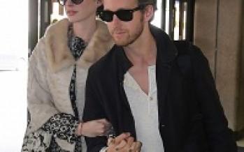 Un look Anna Hathaway et Adam Shulman sans se ruiner