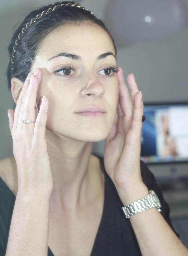 tuto maquillage les 7 tapes respecter pour se faire un teint naturel so busy girls. Black Bedroom Furniture Sets. Home Design Ideas