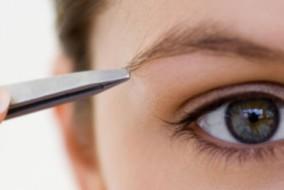comment-bien-s-epiler-les-sourcils