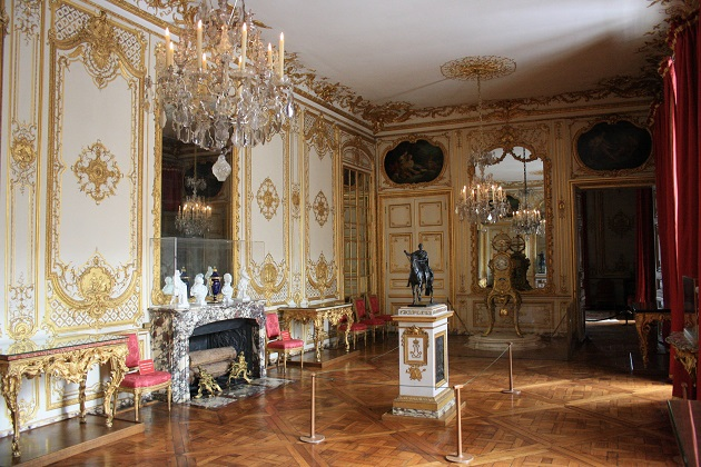 visiter le ch teau de versailles en t so busy girls. Black Bedroom Furniture Sets. Home Design Ideas