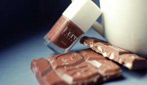 vernis gourmand chocolat kure bazaar teinte TAO swatch