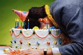tete-dans-le-gateau-d-anniversaire