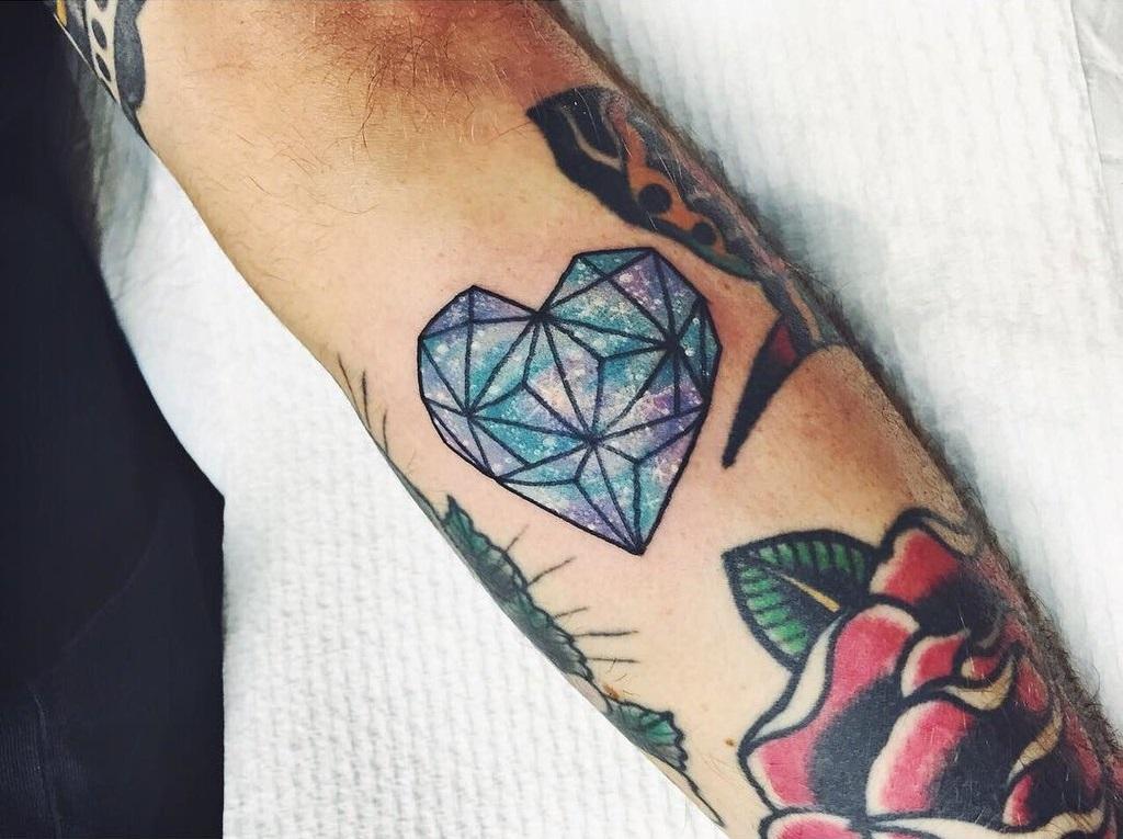 48 idées de tatouages coeur tellement mignons que vous voudrez les