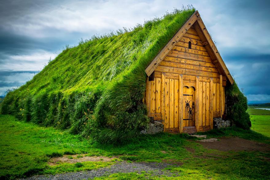 15 maisons scandinaves avec un toit v g tal qui semblent for Maison avec toit vegetal