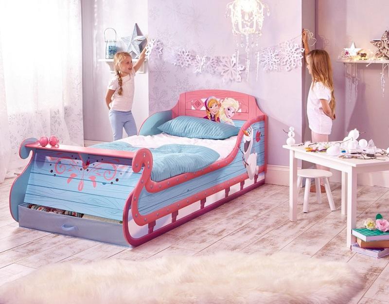 avec ce lit la reine des neiges votre petite fille ne r lera plus jamais pour aller se coucher. Black Bedroom Furniture Sets. Home Design Ideas