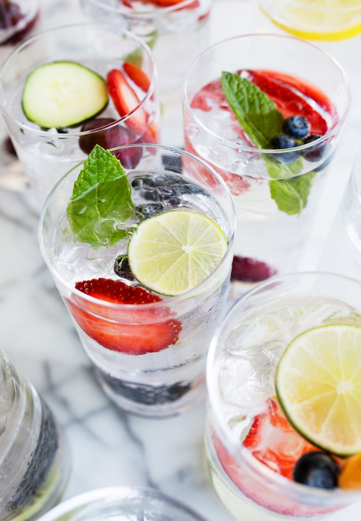 boire-de-l-eau-fruitee